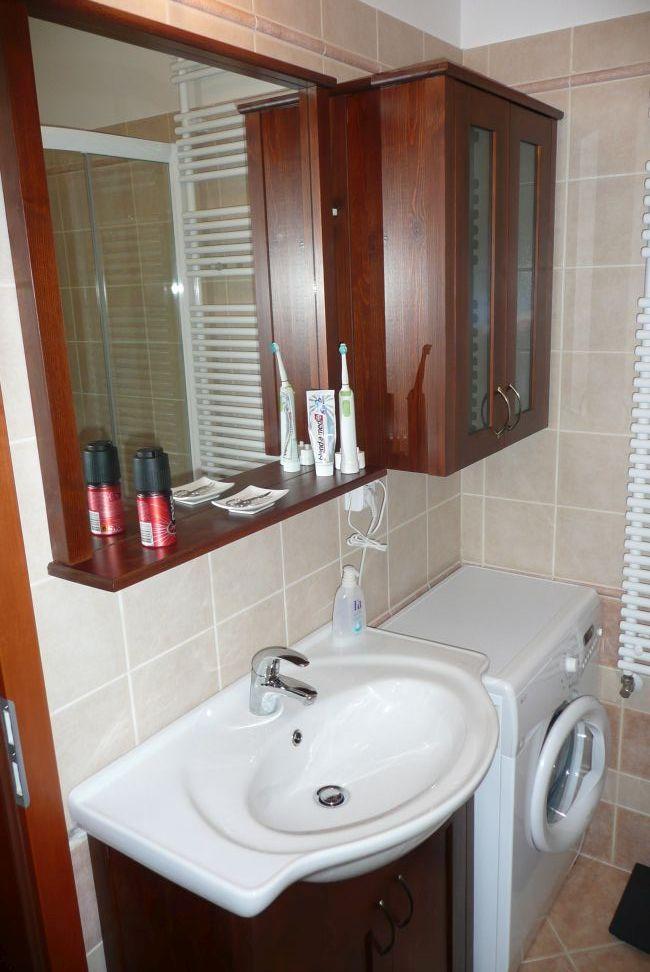 pácolt fenyő fürdőszoba bútor