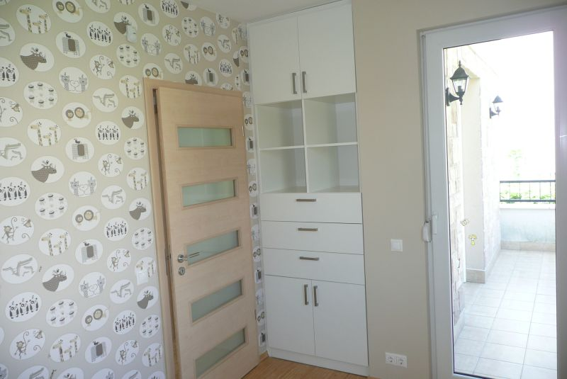 beépített gyerekszobai szekrény