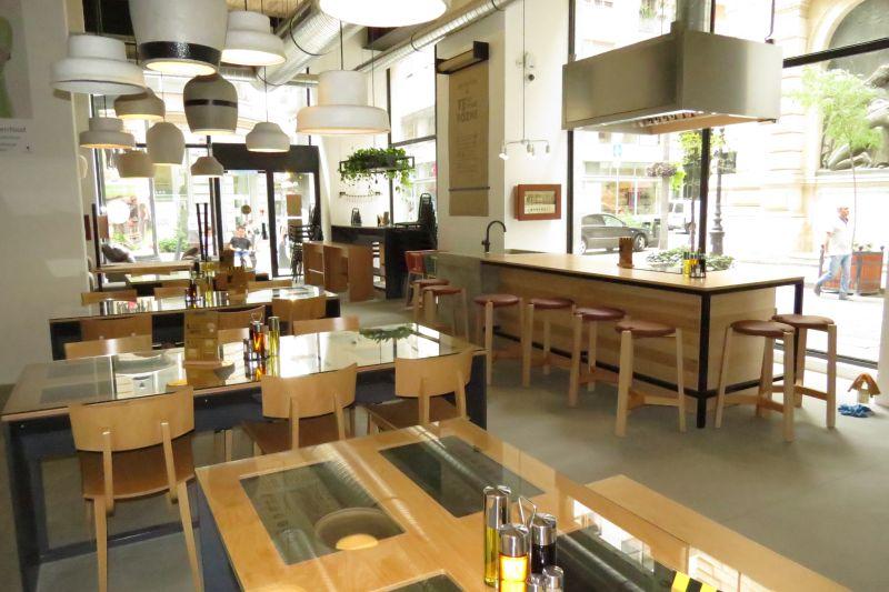 kajahu - Budapest V., Petőfi Sándor utca - komplett étterem berendezés